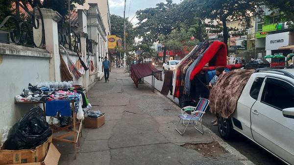 Comerciantes de rua têm até amanhã (15) para preencher cadastro junto ao programa Ambulante Legal