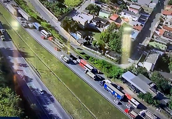 ATUALIZAÇÃO - Trânsito liberado entre entre Ribeirão das Neves e Contagem sentido BH