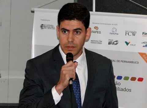 Luis Pacheco formou o ensinou médio no Colégio Impulso