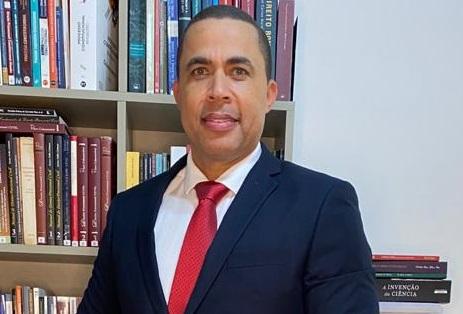 Silvio de Sá - Especialista, Mestre e Doutor em Direito PUC-MG
