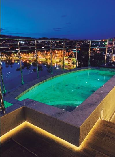 Atlas Hotel inaugura piscina que oferece a melhor vista da cidade