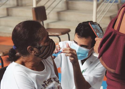 Com 67.7% da população vacinada com uma dose, sai cronograma para 2ª dose da Pfizer e 3ª para idosos